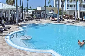 Бассейн отеля 24 North Hotel  Key West. Веб камеры Kи-Уэста онлайн
